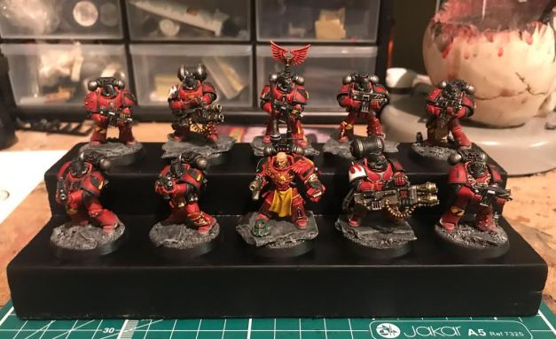 blood angels veteran tactical squad on display plinth